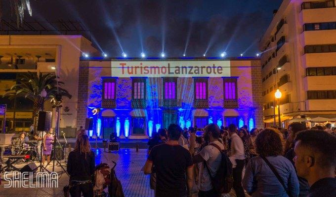 Turismo Lanzarote: Una puesta en escenabrillante